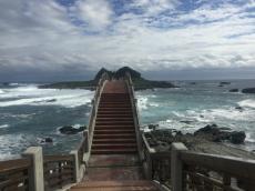 Die Brücke zum Sanxiantai-Felsen (三仙台)